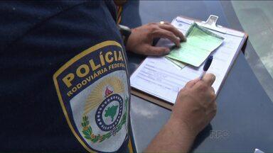 Polícia Rodoviária Federal faz operação em praças de pedágio no norte do Paraná - Alvo são motoristas que passam sem pagar pelas cancelas