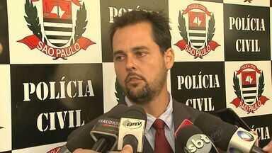 Polícia prende quadrilha especializada em roubo de carros em SP e MG - Pelo menos oito pessoas foram presas na manhã desta terça-feira (8). Policiais cumprem, ao todo, 12 mandados de prisão na região e em Minas.