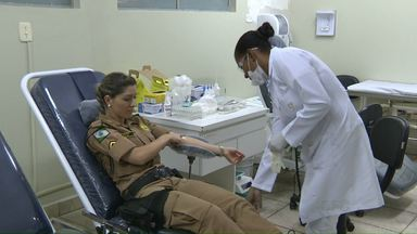 Mulheres da PM doam sangue em Foz. - Gesto solidário faz parte das comemorações do Dia Internacional da Mulher.