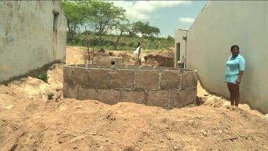 Agricultores de Inhapi recebem cisternas após denúncia de reportagem - Instala;ões foram concluídas no município de Inhapi. Mas ainda existem famílias que aguardam cisternas para armazenar água durante o período de estiagem.
