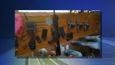 Polícia Civil prende em São Paulo quadrilha acusada de roubar banco em Ariranha - A Polícia Civil prendeu nesta terça-feira (8) em São Paulo a quadrilha acusada de assaltar um banco em Ariranha à luz do dia, no mês passado. Três foram presos em São Paulo e um quarto integrante em Itapeva, todos com armas pesadas. Em três roubos, eles levaram R$ 1,5 milhão.