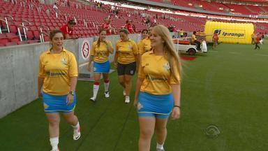 Federação Gaúcha de Futebol escala apenas gandulas mulheres - Assista ao vídeo.