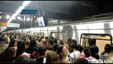 Chuva forte causa transtornos na volta para casa - Muita gente se assustou com a chuva forte que caiu no fim da tarde (8). Além das ruas alagadas e do trâsito pesado, a volta para casa ficou ainda mais estressante para os passageiros do metrô. Todas as estações pararam por uma hora e meia.