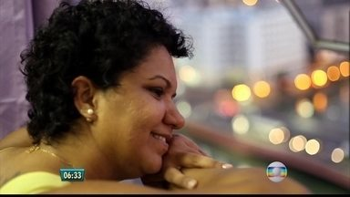 Documentário mostra como a autoestima pode servir para o combate ao câncer de mama - Após fazer campanha na internet, idealizadores do projeto 'Além da Cura' conseguiram a primeira parte do dinheiro e já começaram a entrevistar as mulheres.