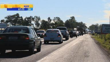 Motoristas sofrem com congestionamento até campus da UFSM no RS - Obras atrapalham o trânsito no local.