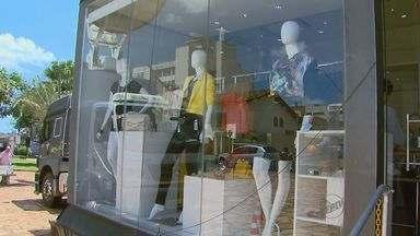 Loja itinerante mostra as tendências do mercado da moda em Jaboticabal, SP - 'Modelo Itinerante', do Sebrae, orienta empresários interessados em investir no setor.