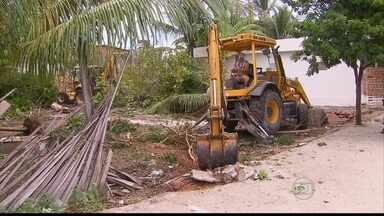Famílias são retiradas de terreno em Pau Amarelo - Reintegração foi realizada na manhã desta quarta e pegou moradores de surpresa