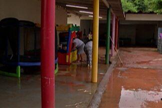 Creches e escolas retomam aulas após alagamentos - 150 crianças estudam na creche Prefeito Osvaldo Rodrigues da Silva, no Centro, e aulas só voltaram nesta quarta (9).