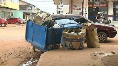 Descarte de lixo em locais proibidos vira problema no Mercadinho da Nova República - A falta de consciência de algumas pessoas tem prejudicado o trabalho dos comerciantes do mercadinho.