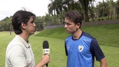 Keirrison fala da expectativa para reforçar o Londrina na temporada - Em entrevista ao GloboEsporte.com, o novo atacante do Tubarão disse que está pronto e espera fazer uma boa temporada com a equipe.