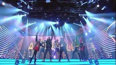 Negros & Vozes canta versão de 'País do Futebol' - Grupo se destaca com música de MC Guimê