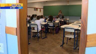 Pais trocam filhos de colégios particulares para rede pública no RS - Universidades também têm mensalidades inadimplentes.