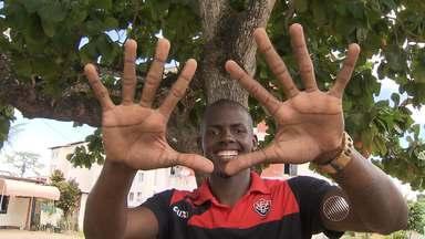 Caíque, goleiro do Vitória, comemora seu primeiro jogo como profissional - Veja as notícias do rubro-negro baiano.