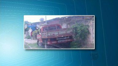 Telespectadores flagram veículo na calçada e casa abandonada - Participe enviando sua colaboração para (93) 9.9122 5221.