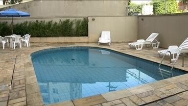 Uso de piscina provoca polêmica entre moradores de condomínios da capital - As piscinas dos prédios geralmente causam polêmica ou porque ficam sempre vazia ou pelo número de regras que determinam o que é permitido nessas áreas.