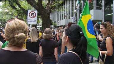 Manifestantes apoiam o juiz Sergio Moro em Maringá - Ele foi criado na cidade