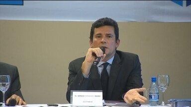 Sérgio Moro defende grampos para obter provas contra investigados - O juiz federal voltou a afirmar que ninguém está acima da lei. Para Sérgio Moro, quando há um interesse público identificável, admite-se o compartilhamento.