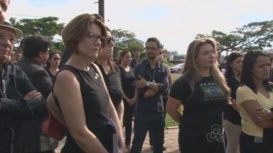 Moradores manifestam apoio á juiz federal em Vilhena - Cerca de 150 pessoas protestaram de preto, em apoio ao judiciário brasileiro.
