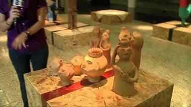Em comemoração ao Dia do Artesão, exposições são abertas em Maceió - Uma traz fotos de praias alagoanas e outra obras de arte trazidas de várias regiões do estado.