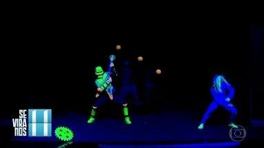 Se Vira nos 30: Grupo faz show em luz negra - 'All Style', grupo de Sorocaba, leva trecho de espetáculo de efeitos luminosos para o palco do 'Domingão'