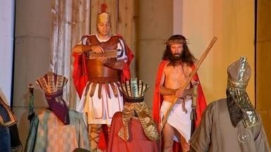 """Grupo teatral de Ibitinga apresenta encenação da """"Via Sacra"""" - Na quarta-feira (23), o grupo teatral """"Bom Jesus"""" apresentou a primeira encenação da """"Via Sacra"""" em Ibitinga. A próxima peça está programada para a noite de sexta-feira (25)."""