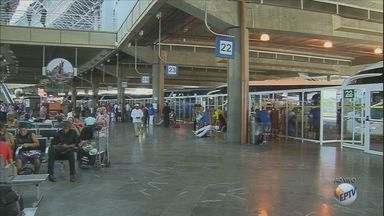 Feriado de páscoa movimenta terminais rodoviários aeroportos - De acordo com a empresa que administra a rodoviária de Campinas, cerca de 26 mil pessoas vão deixar a cidade neste final de semana.