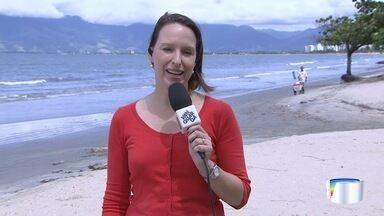 Véspera de feriado e litoral norte recebe turistas - Quem desceu a serra encontrou tempo aberto.