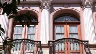 Porto Alegre abriga prédios antigos que revelam traços do neoclassicismo no RS - Escritor reuniu algumas dessas construções em um livro.