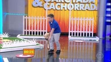 Garotada &Cachorrada: veja a segunda apresentação deste domingo - Nesta primeira fase, o cachorro simula um passeio na rua