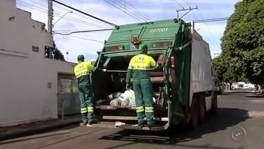 Nova empresa irá fazer coleta de lixo em Araçatuba - A empresa de coleta de lixo Monte Azul Ferraz assume a partir desta terça-feira (29) os serviços de limpeza urbana em Araçatuba (SP). A empresa vai assumir o serviço por um período de 180 dias, o equivalente a seis meses.