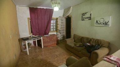 Morador de Águas Lindas de Goiás decide desabafar e pendurar faixas para ladrões - Um morador de Águas Lindas de Goiás decide desabafar e pendurar faixas para ladrões
