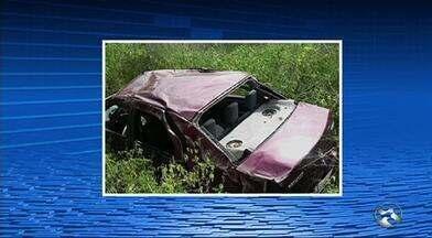 Autônomo morre ao perder controle de carro em curva na PE-218, diz PM - Acidente ocorreu na 'Curva da Catarina', entre Terezinha e Bom Conselho.