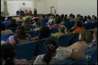 Servidores Municipais tentam impedir votação de projeto de reajuste na Sessão da Câmara - Eles não concordam com o percentual de reajuste na categoria