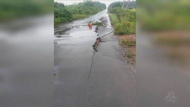 Estrada AM 10 está com rachadura no KM 37; sentido Manaus - Situação gera risco a motoristas que transitam pelo local.