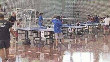 Sesc de Santos realiza evento de tênis de mesa - Várias duplas se enfrentaram durante o evento.
