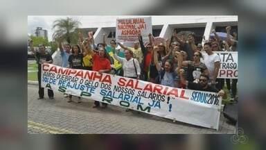 No AM, professores param as atividades e reivindicam melhorias salariais - Cerca de 500 professores participaram da manifestação nesta manhã.