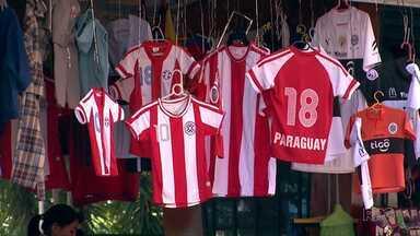 Torcidas têm ânimos diferentes para o jogo entre Brasil e Paraguai. - Enquanto brasileiros estão menos empolgados, paraguaios esbanjam otimismo.