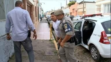 Empresa de segurança é acusada de tortura e 15 pessoas são presas no RS - Existe também a suspeita de formação de milícia. Entre os presos está um tenente da polícia, que seria o dono do negócio.