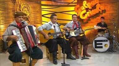 Iedo Silva abre o 'Galpão Crioulo' com 'Me Comparando ao Rio Grande' - Assista ao vídeo.