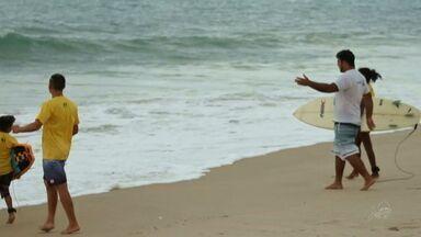Projeto social de surfe muda rotina de crianças no Ceará - Confira com o Thiago Mancha