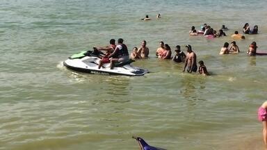Usuários de motos aquáticas pilotam de forma imprudente na represa Billings - Em São Bernardo do Campo, banhistas que frequentam a represa Billings reclamam da falta de fiscalização no local. Muita gente está pilotando motos aquáticas de forma irregular.