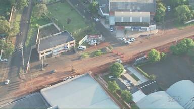 Empresários sobrevoam Avenida Felipe Wandscher. - Previsão de término da obra irá atrasar.