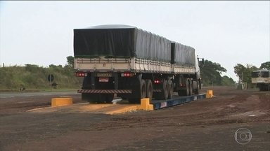 Dnit volta a fiscalizar excesso de peso dos caminhões - O excesso de peso é uma das principais causas de defeitos nas estradas.
