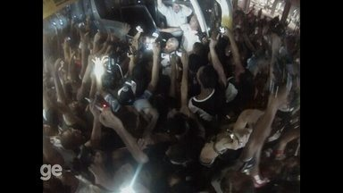 Eurico Miranda puxa o tradicional grito da Casaca em Manaus - Presidente acompanha o Vasco, que joga domingo contra o Fluminense, na Arena da Amazônia.