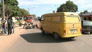 Acidente entre carro e moto deixa dois feridos na Av. Curuá-Una em Santarém - Condutor e a passageira da moto sofreram escoriações e foram atendidos pela equipe de socorristas do corpo de bombeiros.