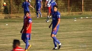 Vila Nova confia na defesa para ir bem contra o rival Goiás - Zaga do Tigre tem dez gols sofridos e é a segunda menos vazada do Goianão