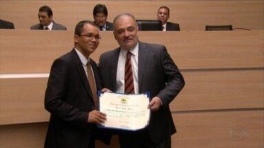 Programa 'Mãos que Ajudam' recebe homenagem no Recife - Proposta foi do vereador Marco Aurélio.