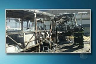 Cinco ônibus são incendiados em garagem de Suzano - Incêndio foi no Jardim Monte Cristo.