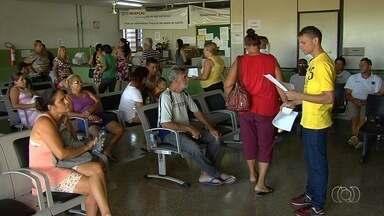 Moradores procuram locais que ainda têm vacina contra H1N1 em Goiânia - Mesmo após poucos dias de imunização, vacina já está em falta em várias unidades de saúde.