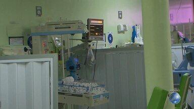 Bebê morre após drama de família para encontrar vaga em unidade especializada - O caso foi em Feira de Santana. O bebê tinha hidrocefalia e morreu após esperar 45 dias pela vaga em hospital. Ele foi transferido ao Hospital da Criança, onde fez uma cirurgia, mas não resistiu e morreu com 54 dias de vida.